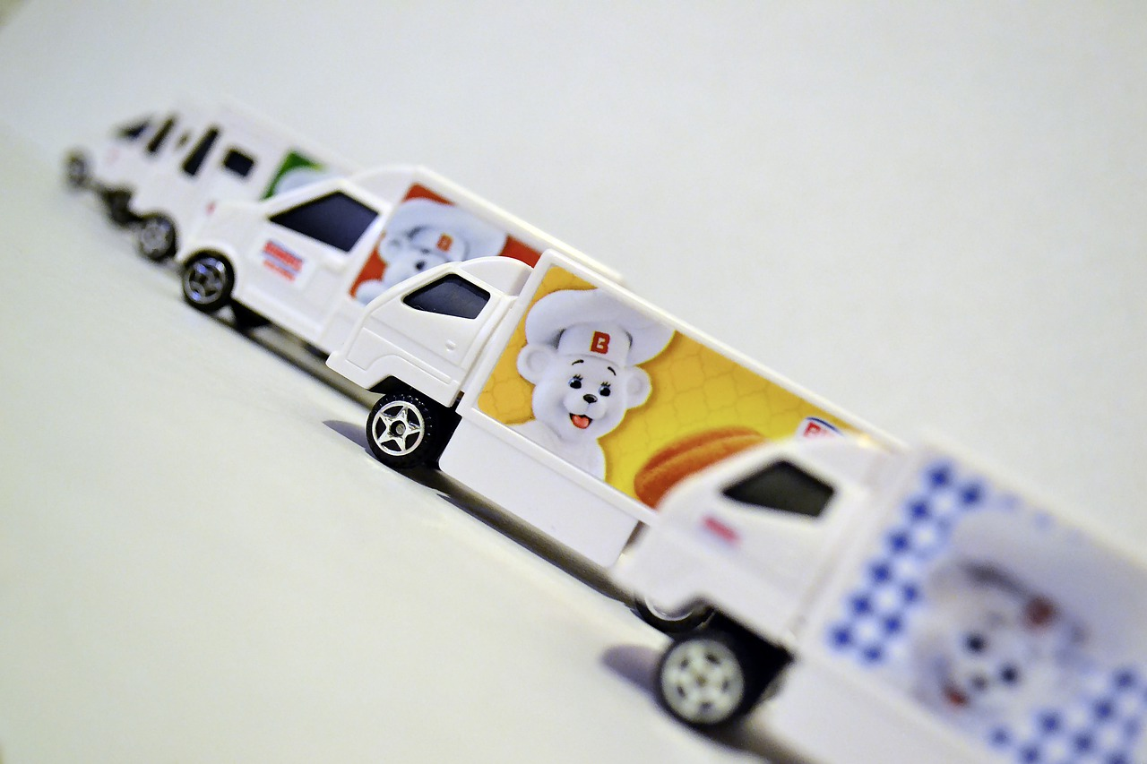 trucks-4551615_1280